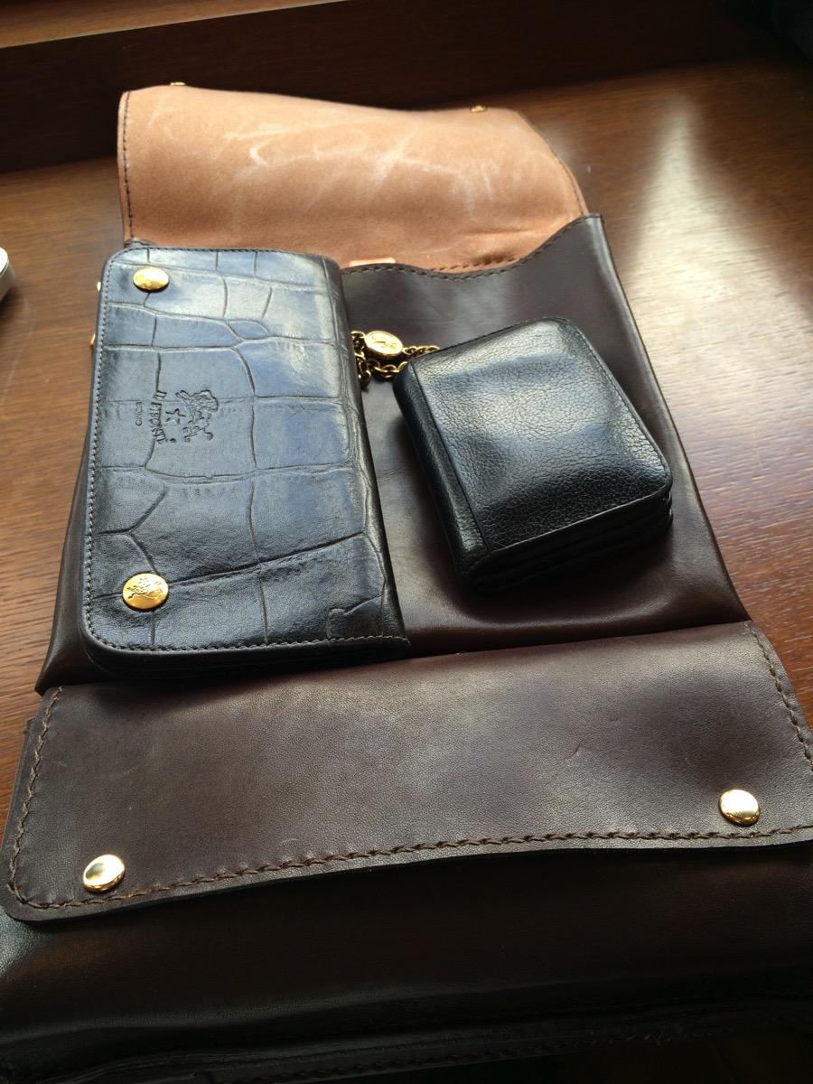 どこでもレザーのPCバッグに財布を入れてみました。