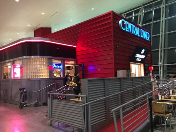 深夜のJFK空港で食事をするならセントラルディナー